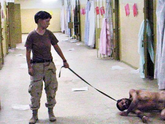 Prisão de Abu Ghraib, Iraque, 2003.