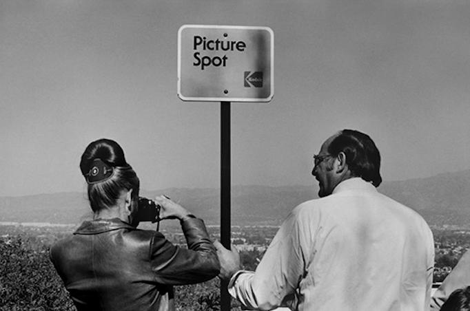 Raymond Depardon: Kodak Picture Spot, Los Angeles, 1982.